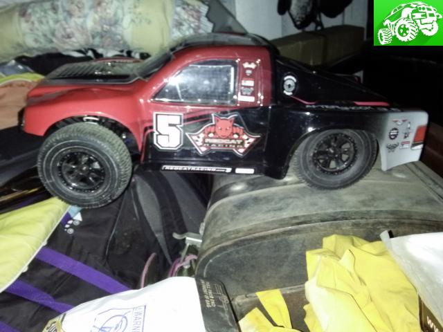 Almost new 1/8 4x4 nitro red cat racing short course rc truck
