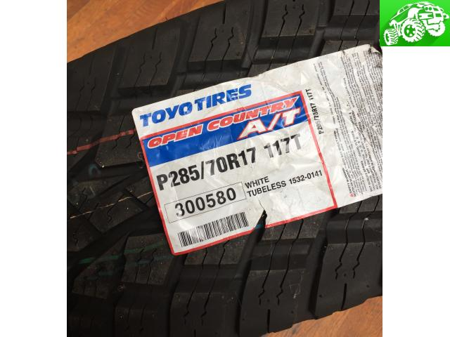 (1) Toyo Open Country A/T P285/70R17 117T Tire
