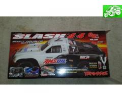 Traxxas slash 4x4 1/10 scale